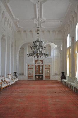 Белый зал в летней резиденции.Бухара