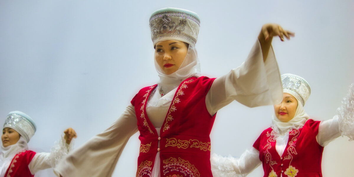 Кыргызские женщины в традиционных нарядах