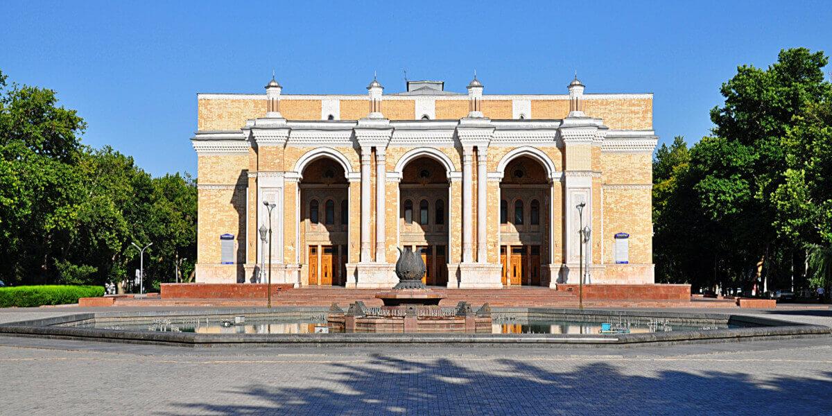 Театр Алишера Навои в Ташкенте